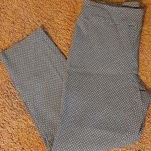 Blue/White pattern super stretch ankle pants.